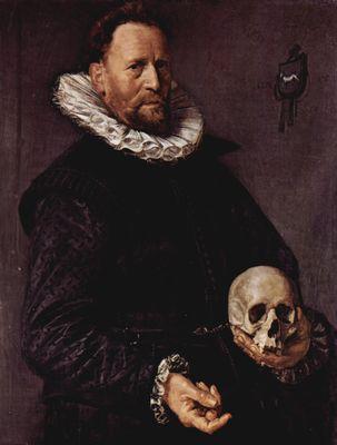 Etwa sechsigjährigen mannes mit totenschädel in der linken hand